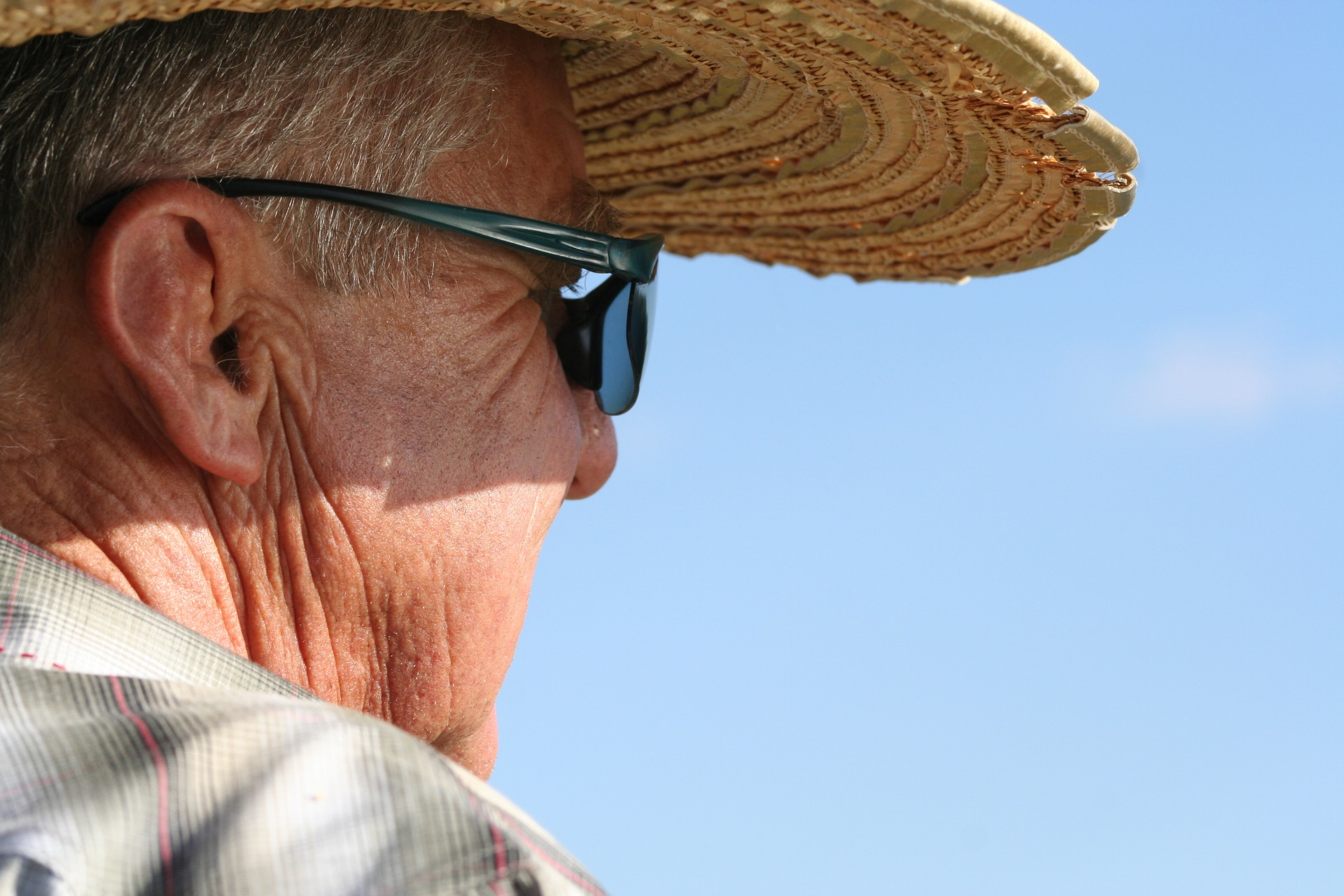 older man with hat and sunglasses